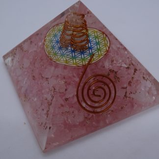 pyramide orgonite quartz rose